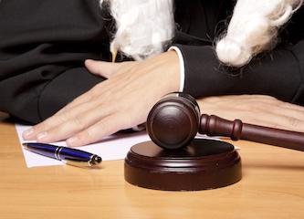 Банк не хочет подавать в суд как приставы находят счета должников в банках