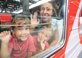 Может ли не совершеннолетний сам ехать на поезде