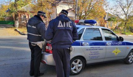 Может ли сотрудник ГИБДД останавливать автомобиль для проверки документов?